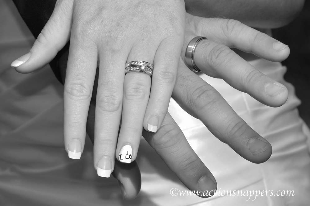 wedding photo of hands and rings by Actionsnappers wedding photographer