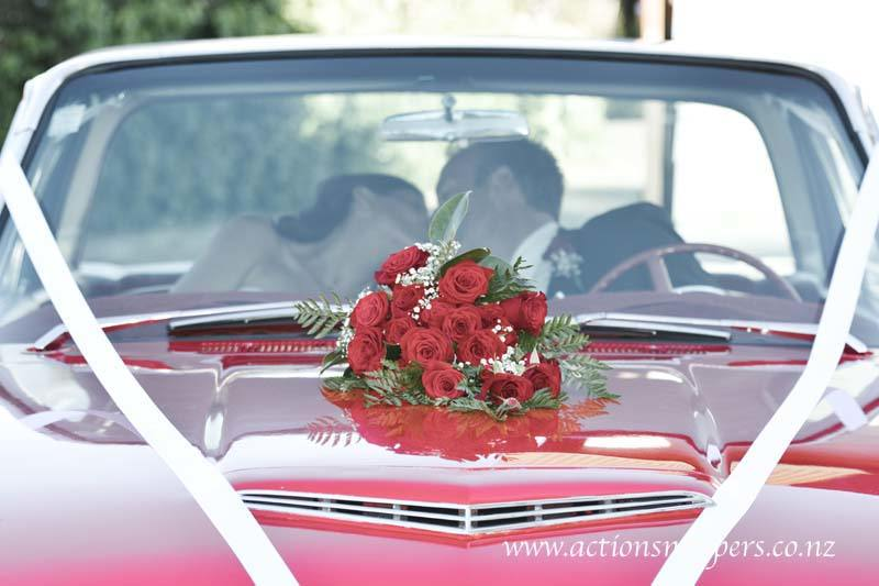 wedding photos at gails tamahere roses on the classic car